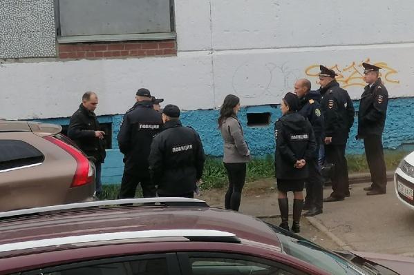 В ситуации разбираются сотрудники полиции и следователи