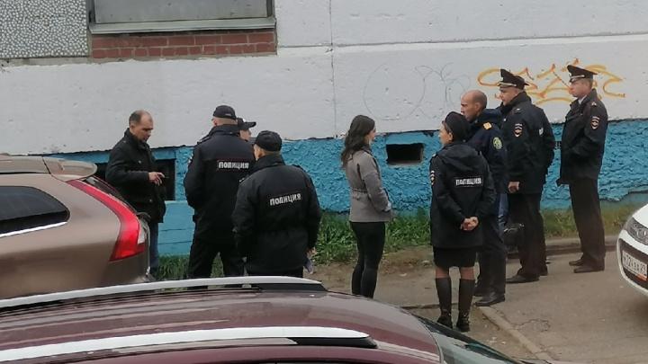 В подвале магазина «Петровский» в Архангельске нашли труп мужчины. Следком проводит проверку