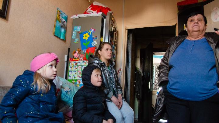 В сырости, без электричества и отопления: архангелогородцы не могут вернуться домой после ночного пожара