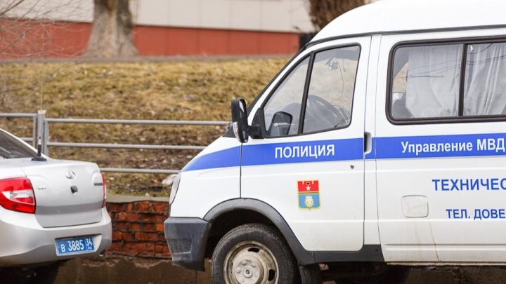 В Волгограде капитан полиции помогала коммерсанту выбивать долги