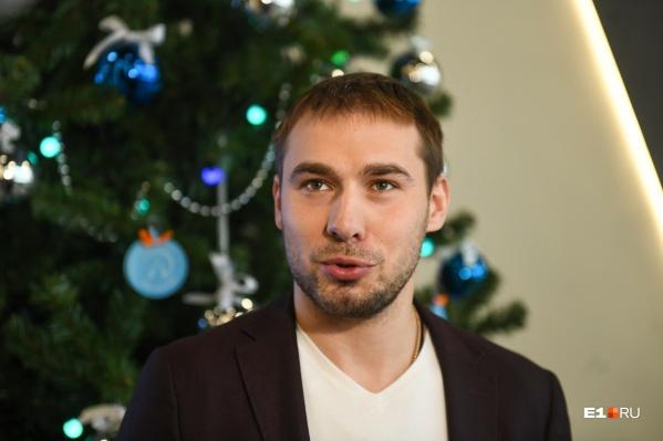 Если бы Антон Шипулин был ребенком, то повесил бы на елку желаний шар с просьбой остаться депутатом на новый срок