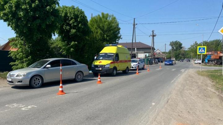 На Маяке водитель Toyota насмерть сбила пешехода. Его личность устанавливают