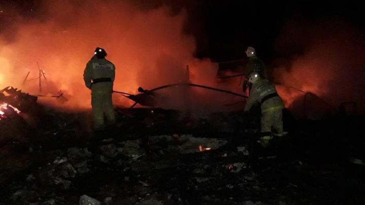 В Красноярском крае при пожаре в здании благотворительного фонда погиб человек