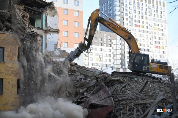 Людей обещают расселить из аварийных зданий, которые будут сносить