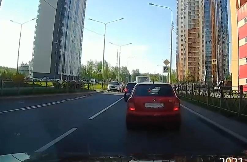 "Скриншот видео из группы&nbsp;<a href=""https://vk.com/wall-68471405_15087054"" target=""_blank"" class=""io-leave-page _"">«ДТП и ЧП | Санкт-Петербург»</a>"