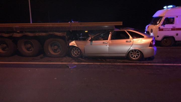 «Влетел» под грузовик: в Самарской области погиб водитель «Приоры»
