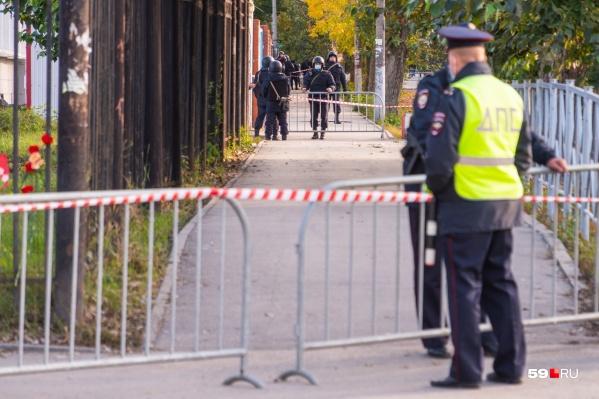Несколько дней после ЧП периметр университета был оцеплен
