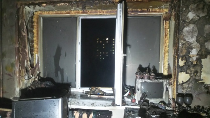 В Екатеринбурге в общежитии лестеха начался пожар из-за китайского зарядника