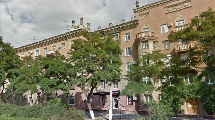 Девочка-подросток выпала из окна в центре Волгограда