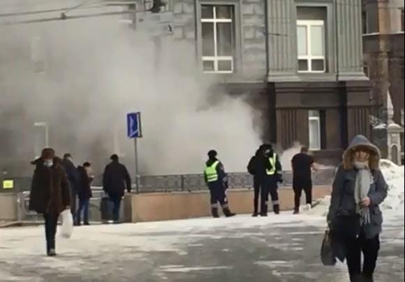 В центре Челябинска после взрыва газа загорелся подземный переход
