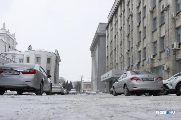 Подъезд к зданию мэрии Новосибирска