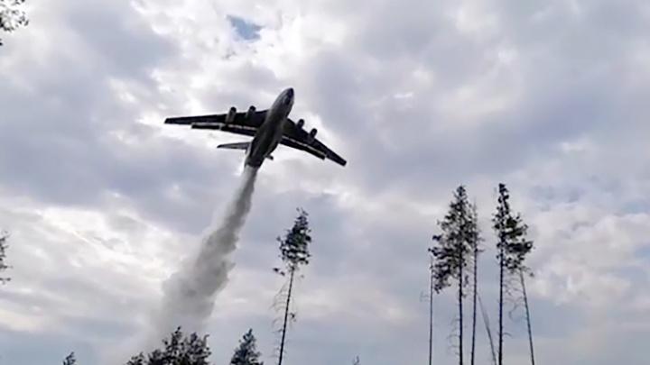 В Кольцово сел самолет-амфибия, который тушит лесные пожары