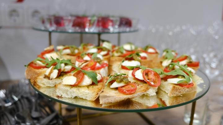 Вместо оливье — устрицы и глоточек «Дом Периньон»: чем челябинцы балуют себя в новогодние праздники