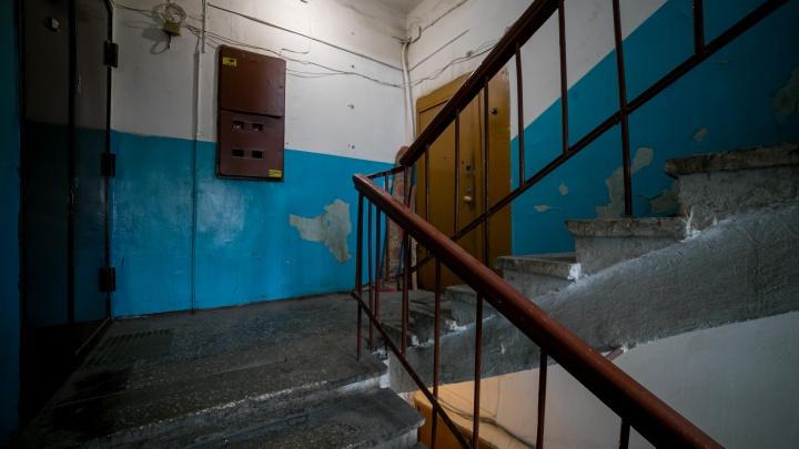 На Киренского соседи почувствовали трупный запах и вскрыли дверь злополучной квартиры