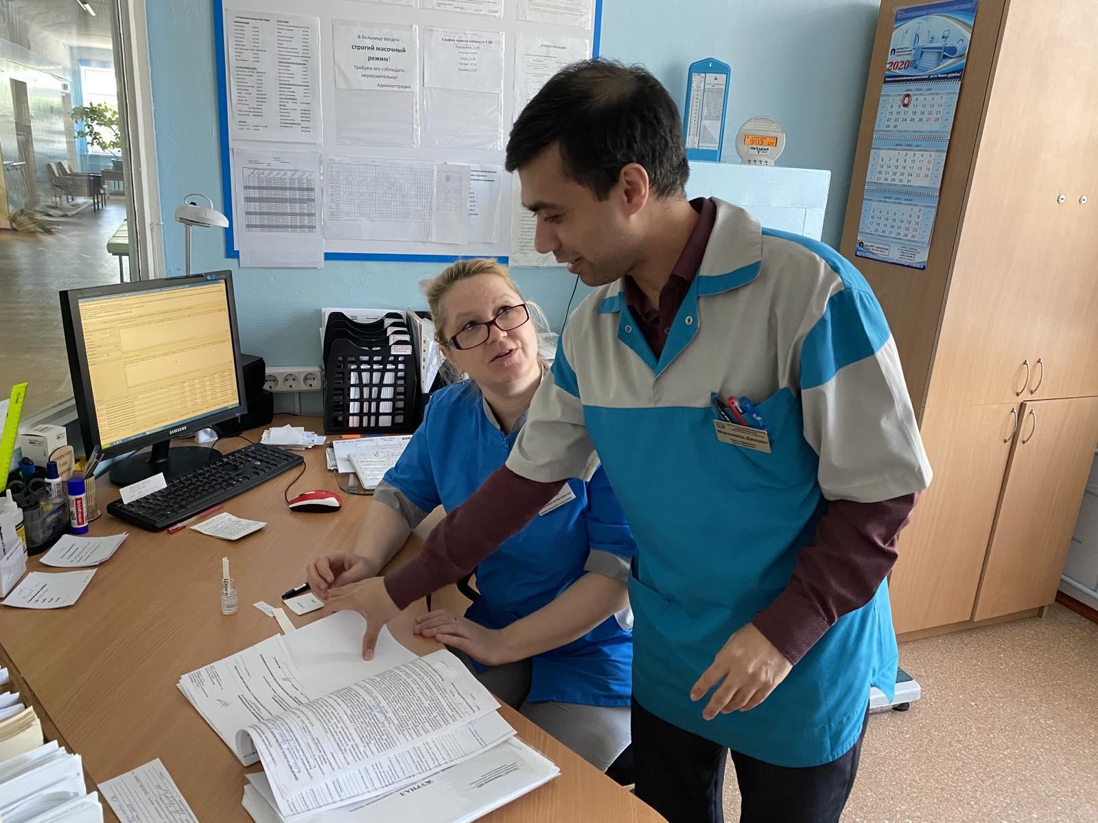 Во времена пандемии, говорит Джамал, ему важно помочь пациентам. О дополнительных выплатах за работу с больными COVID-19 он не думает<br>