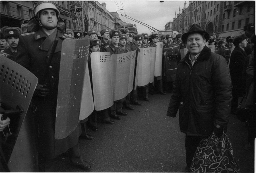 До поры до времени ОМОН на постсоветских митингах никого не пугал