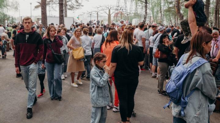 Отмена выставки ретромашин и огромная очередь за кашей с полевой кухни: как прошел День Победы в Гилёвке