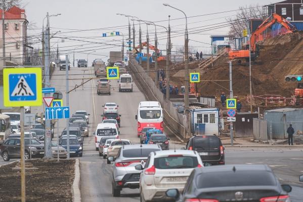Из-за реконструкции участка улицы Попова автобусы будут следовать в объезд