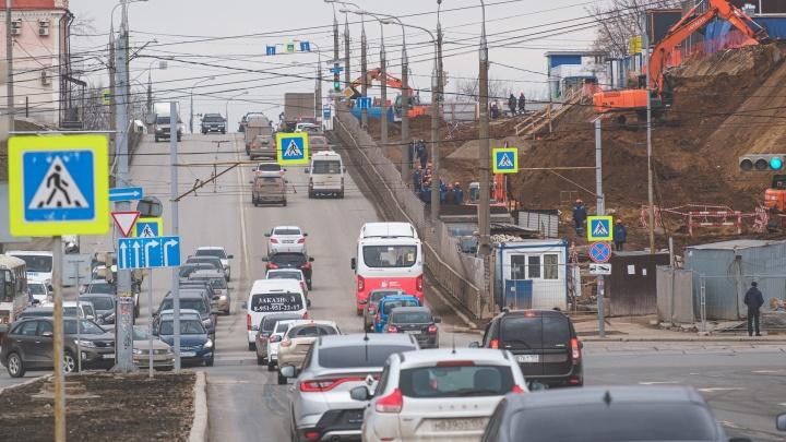 В Перми ограничат движение на съезде с Коммунального моста. Как будут ходить автобусы в объезд Попова?