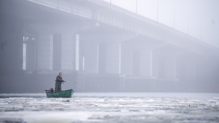 Туман накрыл пустые улицы Ростова: 30 атмосферных фотографий