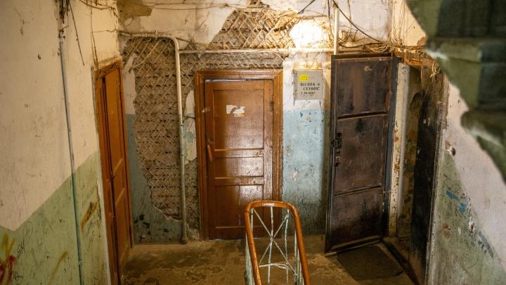 «Лучше жить в помойке»: ярославцы пристыдили жильцов столетнего аварийного дома