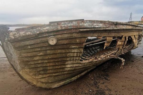 Раньше на боку лодки можно было прочитать слова «Смысл жизни»