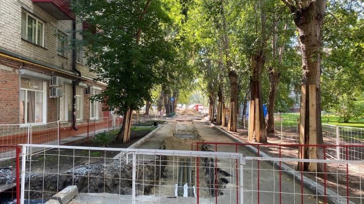 На улице Геологоразведчиков в Тюмени — утечка газа: повреждена труба