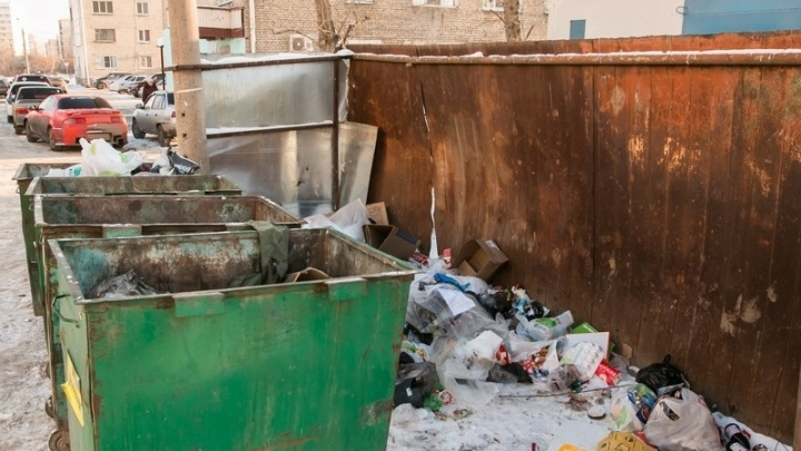 Сдали в металлолом: в Курганской области задержали пару, укравшую мусорные баки