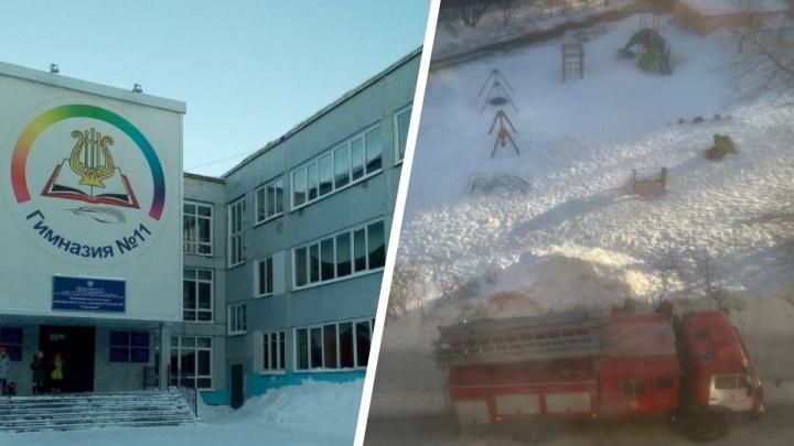 «Детей впопыхах распределяли по подъездам»: в гимназии №11 эвакуировали учеников