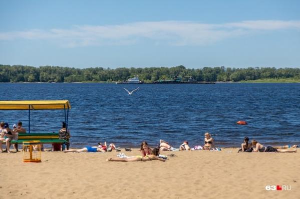 Сейчас воду на самарских пляжах можно купить у частников, правда, с большой наценкой