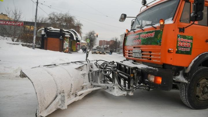 А у вас чистят дороги? Жители Екатеринбурга пожаловались на плохую уборку улиц от снега