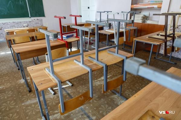 На дистант ушли две школы в Нехаевском районе области