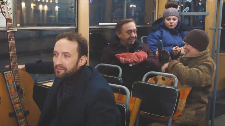 «Поиски формулы любви»: музыкант снял клип ко Дню всех влюбленных в екатеринбургском трамвае