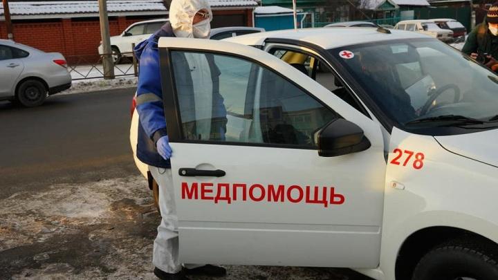 В Челябинске в разгар пандемии водителям неотложек срезали нагрузку и массово отправили их в отпуска