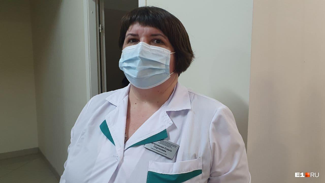 Одной из медсестер, которые прививали людей, стала Ольга Вечтомова