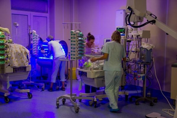 Операция заняла всего 30 минут, но оценить ее результат невозможно — она спасла жизнь новорожденному
