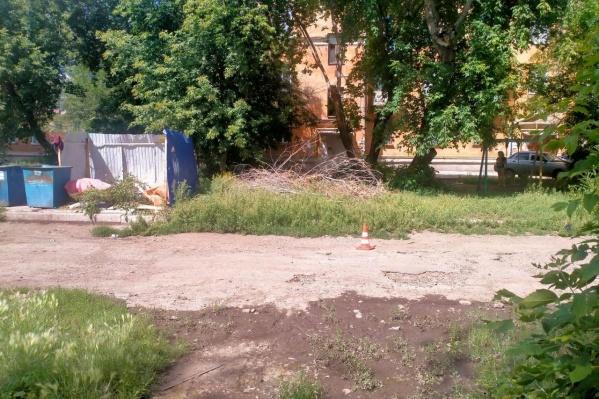 Новая трагедия произошла в этом дворе на улице Чкалова в Магнитогорске