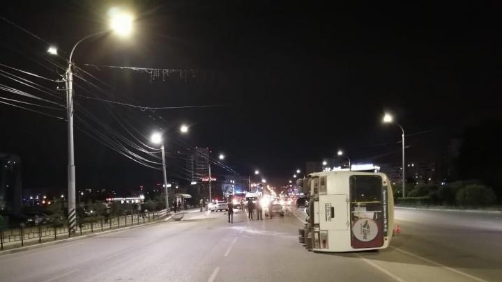 У «Континента» опрокинулся автобус с пассажирами