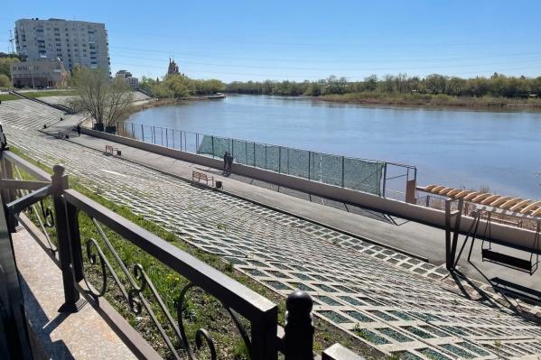 Общественник Андрей Вагин обратил внимание на активность рабочих на набережной. Оказалось, что там собираются делать лодочную станцию