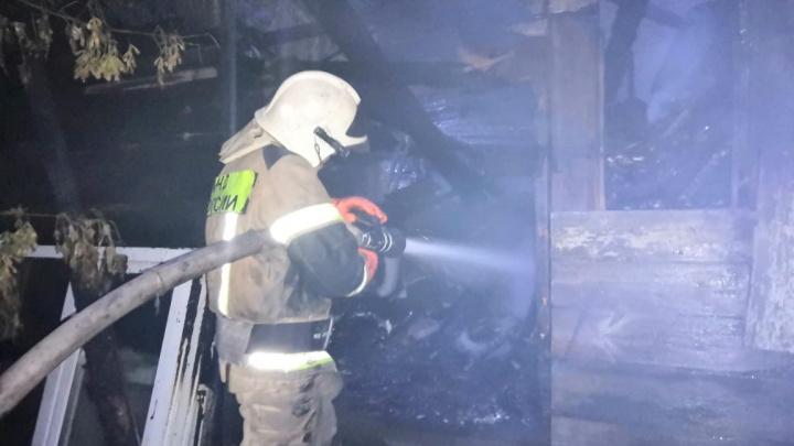 Тушили до утра: в историческом центре Самары сгорели два жилых дома