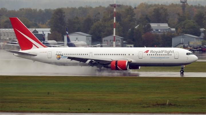 Ждут вылета с четырех утра. Рейс в Турцию из Екатеринбурга задержали на семь часов