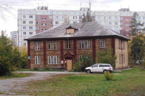 Деревянные бараки в микрорайоне «Щ» и аварийные дома возле Военного городка остались без инвестора