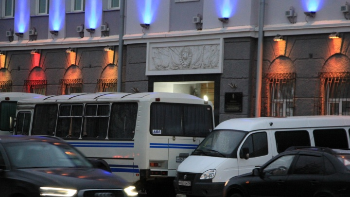 Россиян продолжают искать и наказывать за комментарии о теракте 2018 года в ФСБ Архангельска