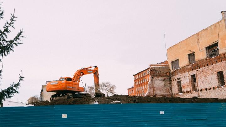 Реконструкция корпуса СибГУФКа на Ленина затянулась из-за обрушения несущих стен