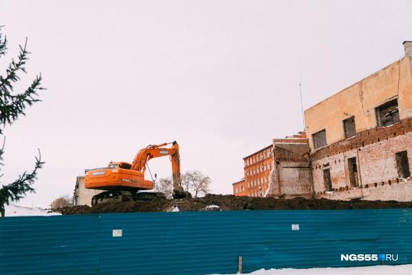 В декабре в компании «Лидер» заявляли о том, что реконструкцию здания удастся завершить до конца весны