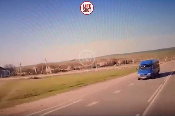 Момент удара снял регистратор в кабине грузовика