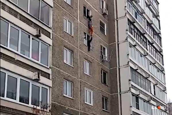 Очевидцы снимали происходящее, стоя внизу