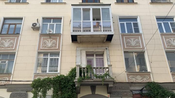 В Краснодаре подали в суд на собственника квартиры, который увеличил балкон в историческом здании