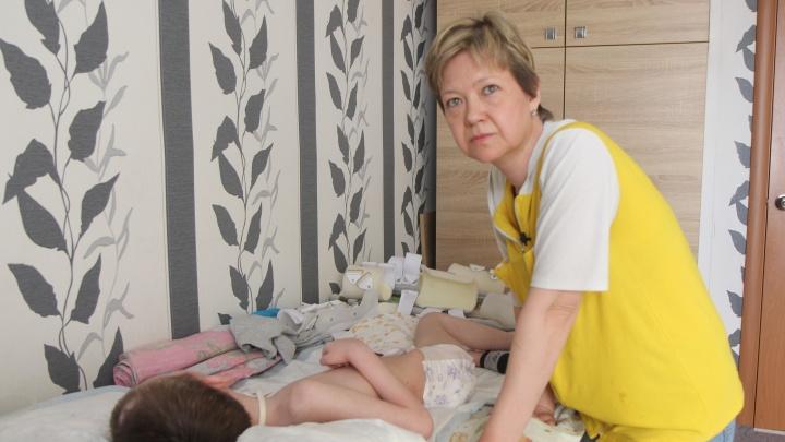 Сигнальная карточка против законных требований: история о том, как мама добивается лекарств для ребенка с редким заболеванием