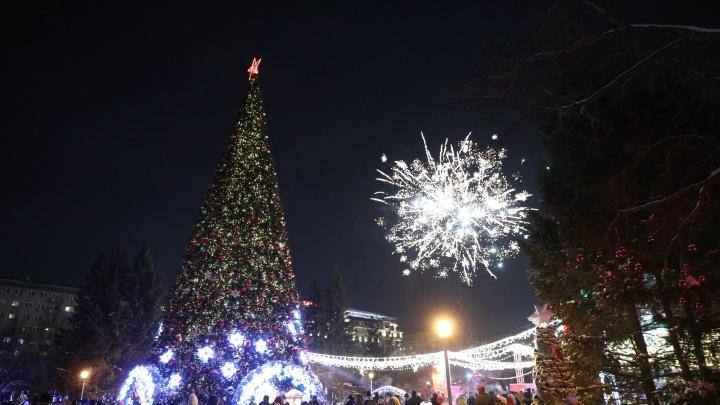 Как Новосибирск встретил 2021 год — смотрите 21 яркое фото с ночных гуляний в центре города
